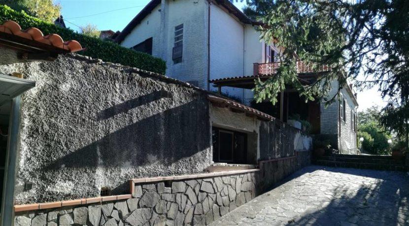 Vista principale e garage